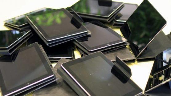 Door gemeente Coevorden geschonken iPads